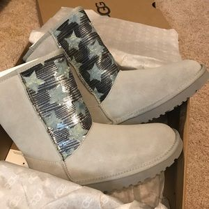 UGG Classic Short Boots Gray Suede Size 7 & 8